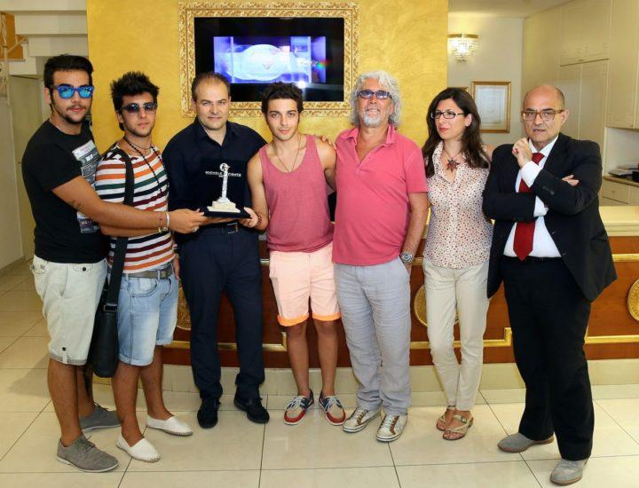 Michele Torpedine e il Volo in visita allo showroom di Affidato