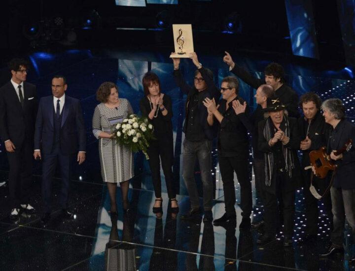 """66° Festival della Canzone Italiana – 2016 <br> Premio Cover assegnato agli Stadio per l'interpretazione de """"La sera dei miracoli"""" di Lucio Dalla"""