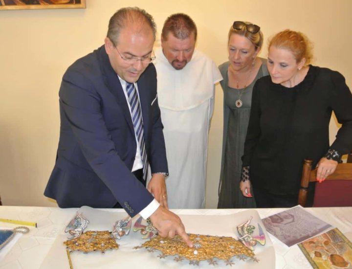 I Padri Paolini mi invitano al Santuario di Jasna Gora per farmi visionare i diademi che adornano il capo della Madonna e del bambino