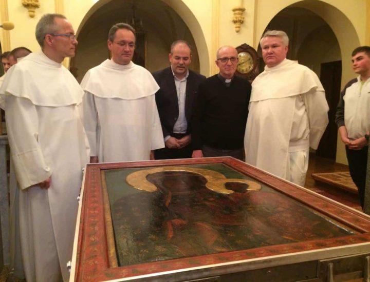 Fasi della realizzazione dei diademi e primo incontro con i Padri Paolini, al Santuario di Jasna Gora per la prova di misurazione dei diademi