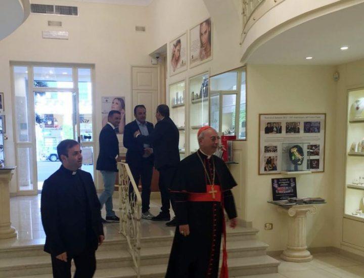 Il Cardinale Mamberti Dominique in visita nel nostro laboratorio