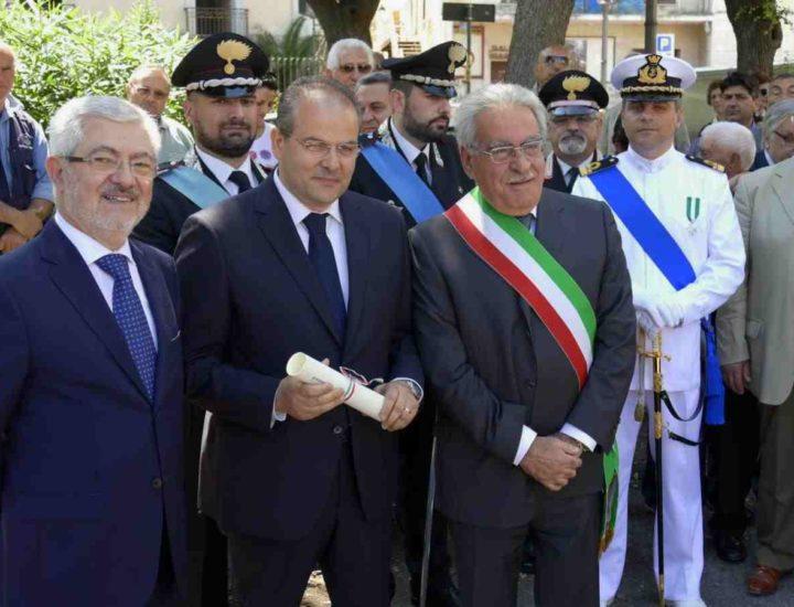 Michele Affidato viene insignito dell'onorificenza di Cavaliere Ufficiale dell'Ordine al Merito della Repubblica Italiana.